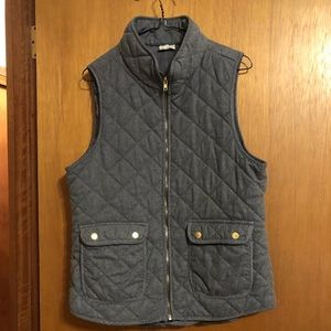 Grey quilted vest. Women's XL